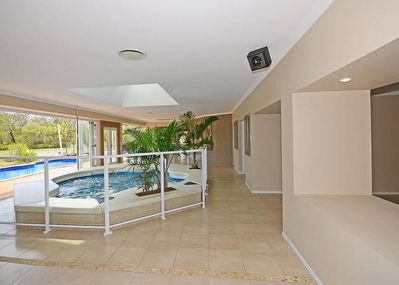 Indoor Pool/spa! can be heated as Spa  ( fees apply or heating)