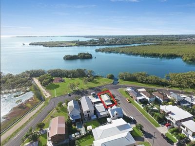 Photo for 2BR House Vacation Rental in Lota, QLD