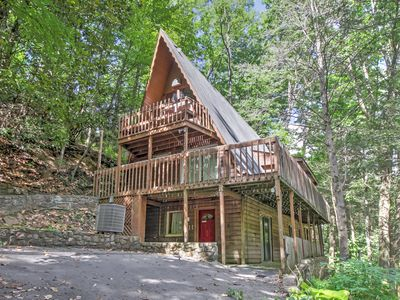 Gatlinburg Home w/ Hot Tub - 2 Miles to Parkway!