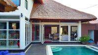 Quick respond host and lovely villa! Recommended