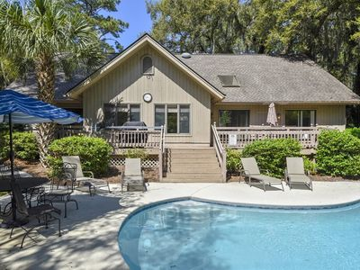 Photo for A handsomely decorated, modernized, 4 bedroom, 3.5 bathrooms, cottage style home In Sea Pines!