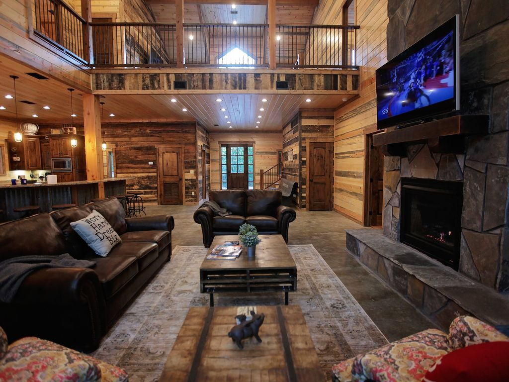 Luxury cabin interior - Open Floor Plan With Large Rooms Perfect For Gathering