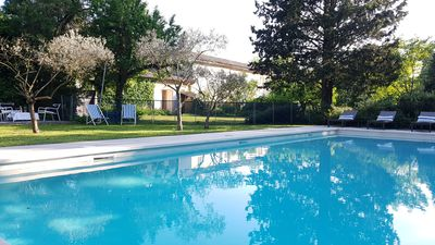 Photo for Between Avignon & Ventoux. Provencal Mas shaded. Park 1ha1 / 2. Gde secure pool