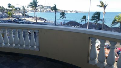 Beach front with Panoramic views and great location for markets and restaurants.