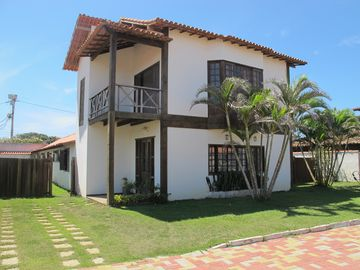 Excellent home. Comfortable. Block from the beach. Great for sports and children