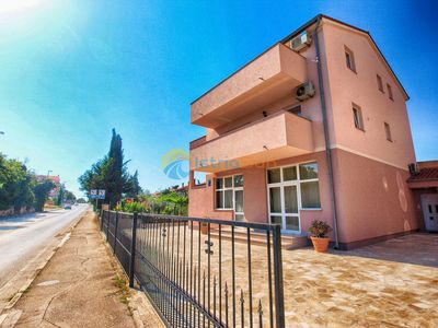 Photo for Apartment 1419/13282 (Istria - Pula), Budget accommodation, 3000m from the beach