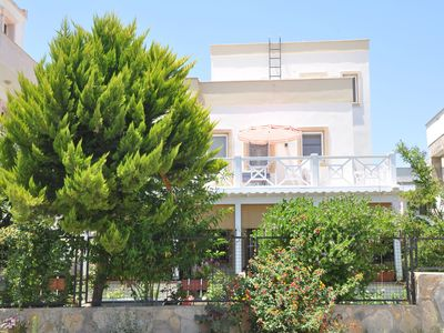 Photo for Charming, well maintained, cozy apartment quiet, near the beach and town