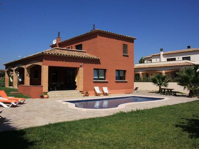 Photo for Detached house for 8 people with pool in Viladamat.