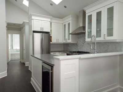 Photo for Bright, Condo 5 mins from Downtown Vancouver