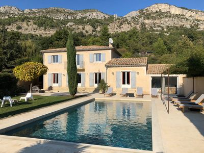 Photo for Beautiful Bastide in Provence with swimming pool and jacuzzi
