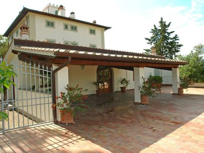Photo for Beautiful private villa for 2 guests with WIFI, TV, balcony and parking, close to San Gimignano