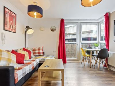 Photo for Welcoming 1 Bed Apartment with Balcony near Canary Wharf