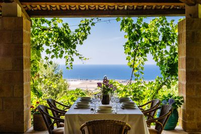 Outdoor dining area with Sea view