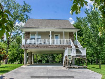 Pigeon River Cottage, river front, newly remodeled, 1 mile from Prkwy