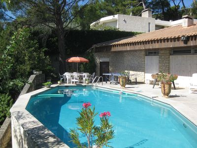 Photo for Quiet and sunny villa with pool 2 km from Avignon city center