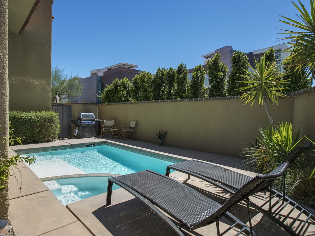 Private Backyard with Pool and Spa. Ventana Del Sol   One Bedroom Condo   HomeAway Palm Springs