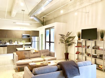 Upscale Corner Loft in Historic Core with Rooftop Pool and Loungue