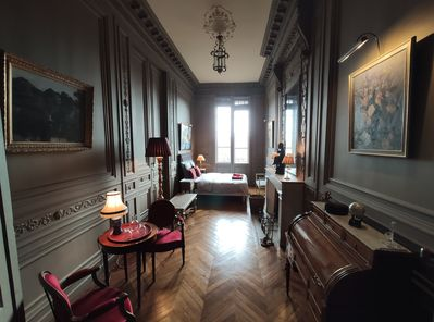 Your private room with view on the Garonne and access to the balcony.