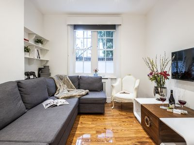 Photo for Bright Warwick Chambers apartment in Kensington & Chelsea with WiFi & lift.