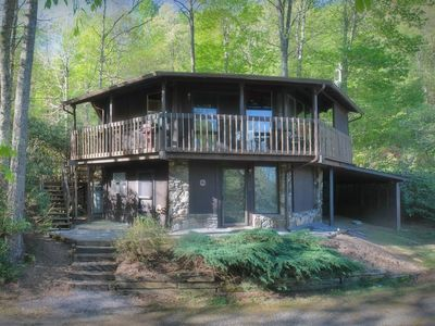 Photo for Bird House Cottage - Spacious 4 bedroom with spectacular mountain views