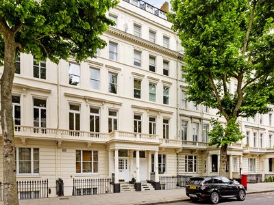 Photo for Walk to museums, Harrods and Hyde Park from best South Kensington location