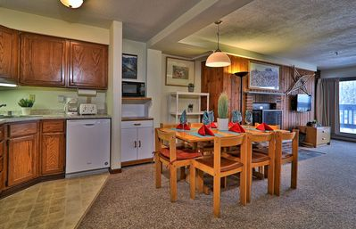 "Photo for ""Roomy"" Mountain Green 3BR Condo w/ Amenities"