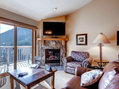 Photo for Amazing Mountain Condo for 10 with Access to Shared Pool + Hot Tub