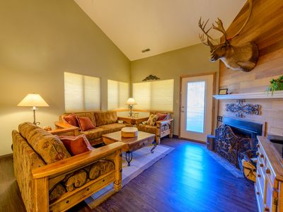Newly RENOVATED Giant Steps CORNER UNIT; SKI IN/OUT Exclusive High Speed WIFI