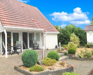 Photo for 4 pers. Modern holiday home with fenced garden, close the Lauwersmeer