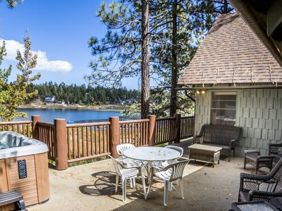 Boulder Bay Cove Lakefront: Views! Hot Tub! Foosball! Historic Features! Updated Kitchen!