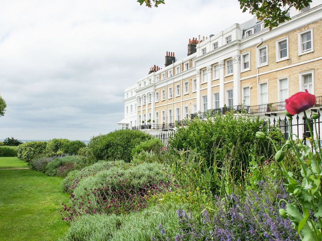Sussex Square Apartment: 1 bedroom, sleeps 2, garden with tunnel to ...