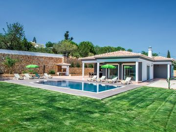 Beautiful villa - with WIFI and FREE Pool heating for MAY & JUNE 2017