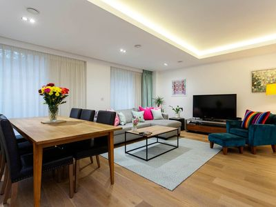 Photo for Modern and sleek 2 bed in Fulham. Only a 5 minute walk to the tube (Veeve)