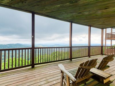 Photo for Mountain-top deluxe condo within walking distance to slopes + gourmet kitchen