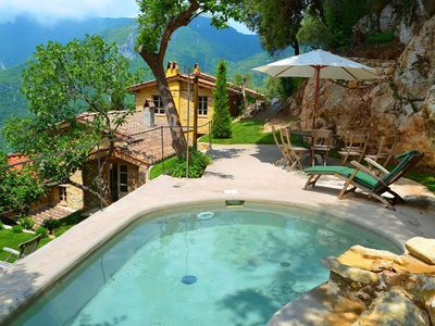 Photo for Cozy and beautifully decorated house in the Tuscan hills with private pool