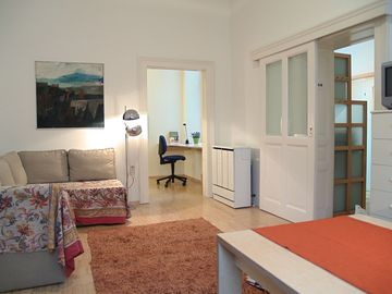 2 room apartment, quiet and all highlights nearby