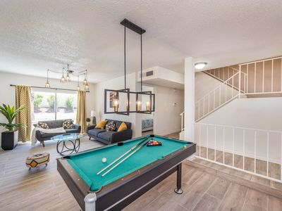 2600sqf 5BR 3 min from Convention center 5 min from Strip Large pool