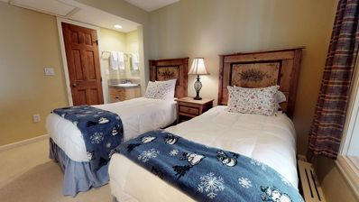 Vail Village/ Golden Peak location awesome 2 bedroom/2 bath remodeled condo