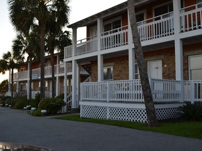 Photo for Beach Breeze on IOP, 2Br/2Ba 1st Fl, Awesome Porch, Dog friendly