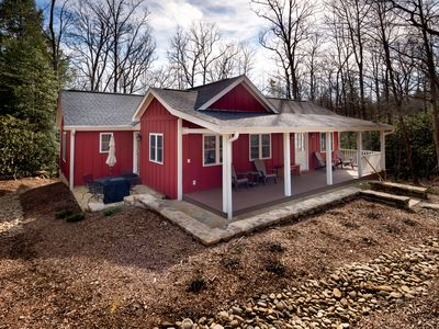 Photo for 3 bedroom cottage with modern amenities close to Montreat campus