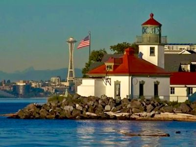 West Seattle Waterfront home on Alki Point lighthouse