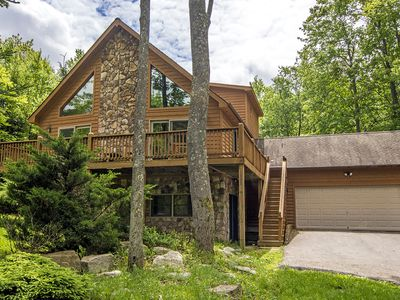 Photo for Centrally located mountainside chalet with outdoor hot tub!