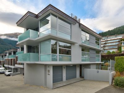 Photo for Modern top floor apartment walking distance to the CBD with great views!