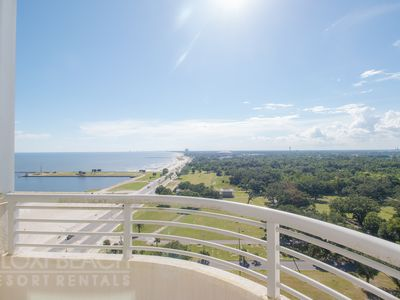 1 BR Beach Condo w/ WiFi, Resort Pool & Fitness Center Access