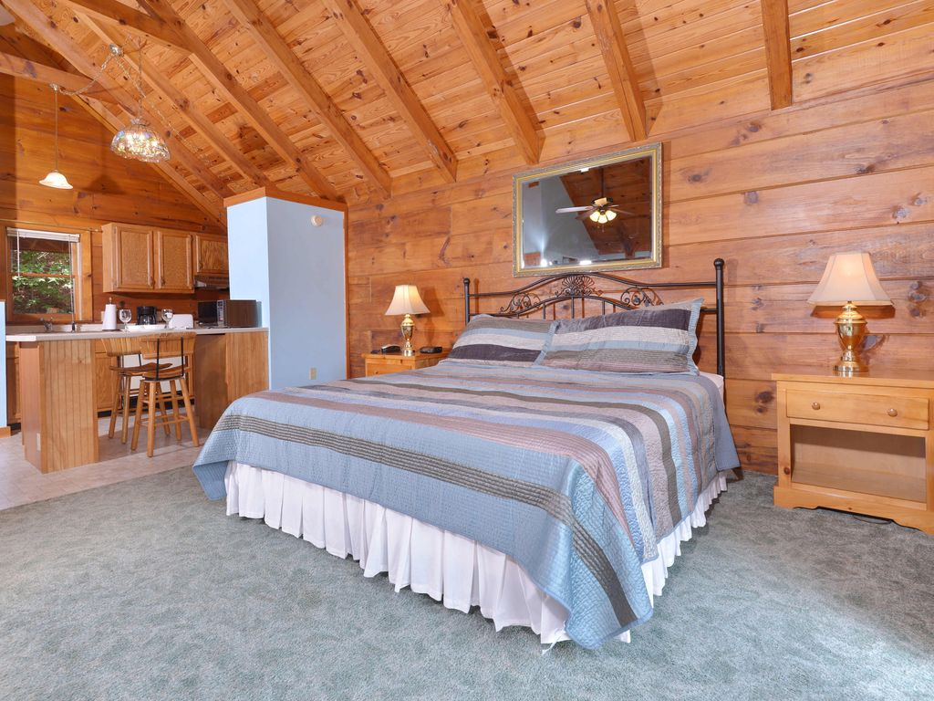 1 bedroom log cabin within walking distance to gatlinburg community center gatlinburg for 4 bedroom cabins in gatlinburg tn