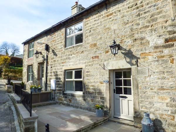 HERON, pet friendly, with hot tub in Addingham, Ref 950577