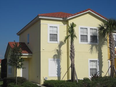 Large end unit townhouse with lake view