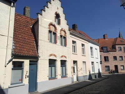 Photo for 'De Hoedenmaker': Cosy 17th century Flemish House in historical centre of Bruges