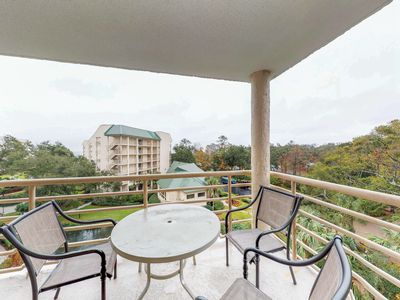 Photo for Lovely condo with shared hot tub, pools, gym, beach access, and picnic area!