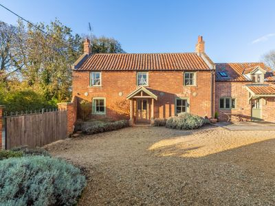 Photo for Charming Grade II listed detached cottage in the attractive village